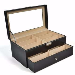 Spectacles accessories box