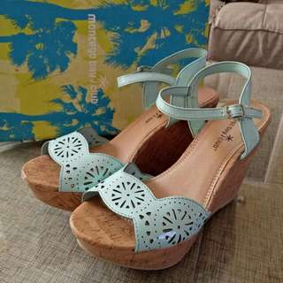 Preloved Wedges Cantik Montego Bay Club