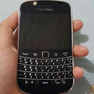 Handphone Blackberry Bold Touch 9900 Dakota
