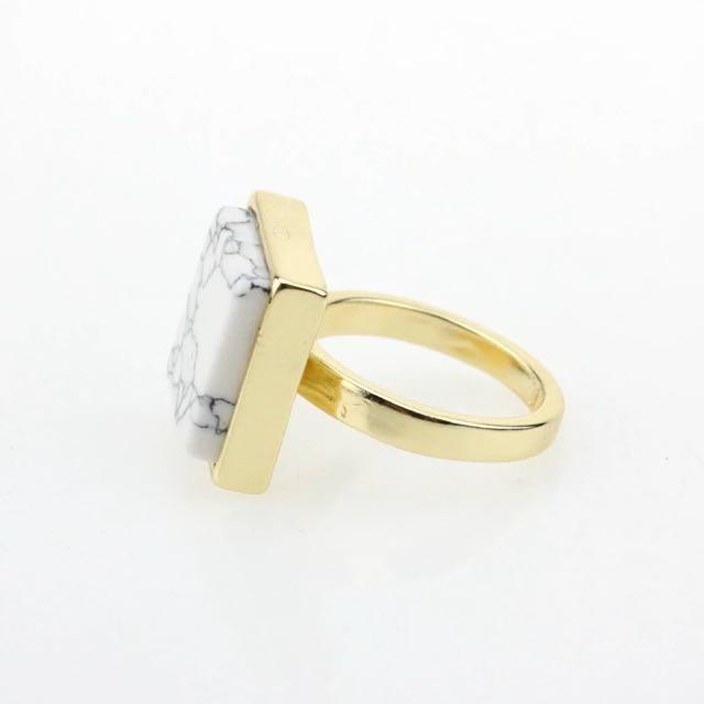 白色方型大理石戒指