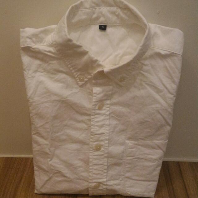 無印良品-白襯衫  男M,質料硬挺  只穿過一次,領口無發黃 ,需自行燙整  售價:500含運(7-11店到店)