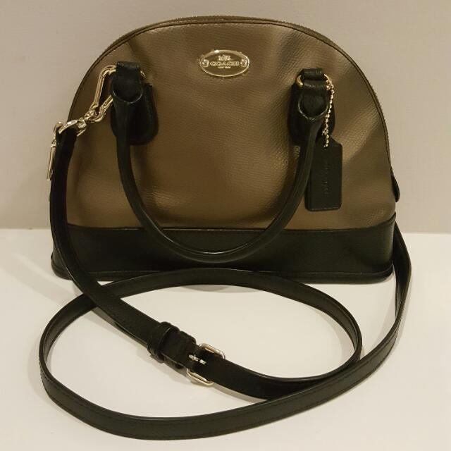 10b3c5c09cc Authentic Mini Coach Crossbody Bag, Women's Fashion, Bags & Wallets ...