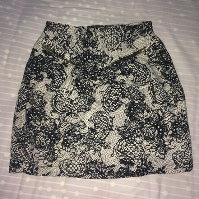 black pattern skirt