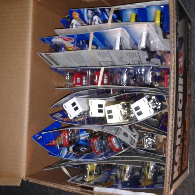 box off 60 BNIP hotwheels