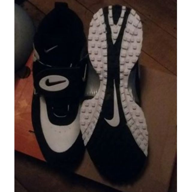 BRAND NEW MISSION TURF NIKE SHOES SZ8.