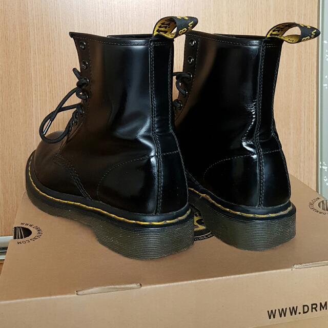 Dr. Martens Boots plus Shoe Care Kit