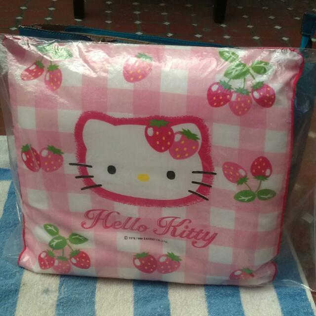 Hole Kitty 抱枕