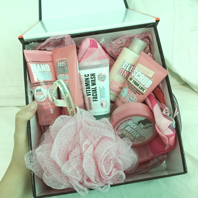[INC POSTAGE] Soap & Glory Pink Pamper Set