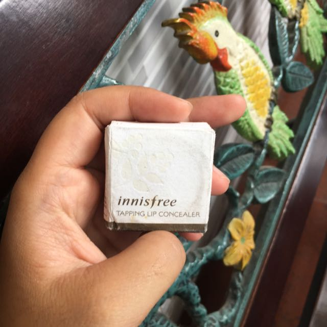 Inisfree Tapping lip concealer