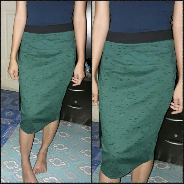 Pencil Cut Skirt (Dark Green With Black Accent)