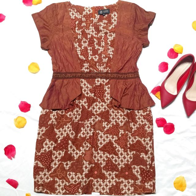 Peplum Dress Batik By Kasigit Collection / Preloved Batik Keris / Dress Batik / Baju Batik Wanita / Dress Coklat / Baju Pesta Batik