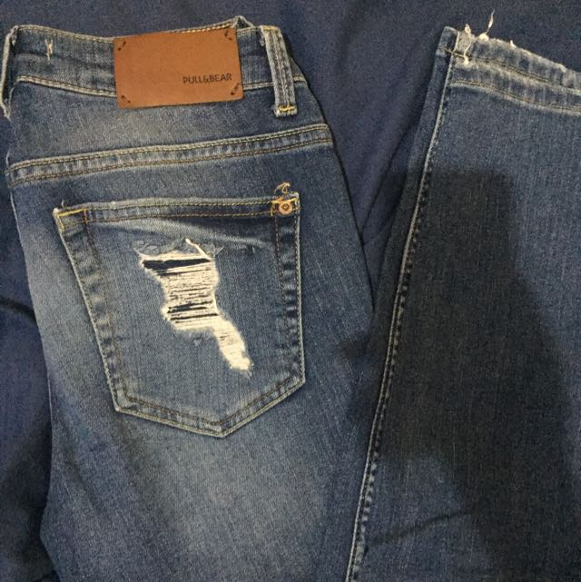 pull and bear ripped jeans