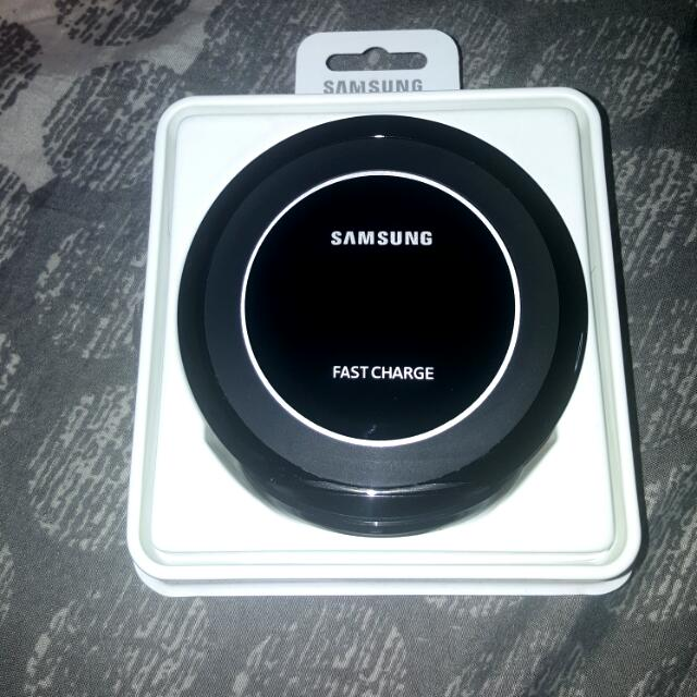 Samsung Wireless Charger Stand With Fast Charging..