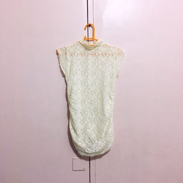 Turtle Neck Lace Sleeveless Top