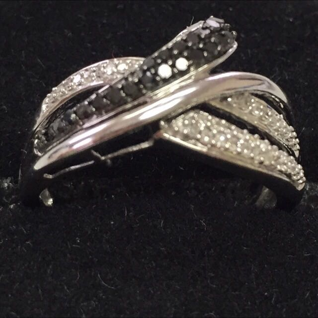 10 KT Diamond Ring - Make An Offer