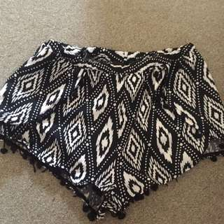 'Ice'Pom Pom Shorts size L