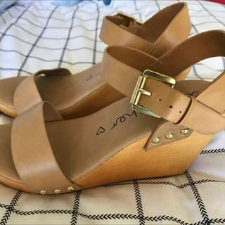 Betts Brown Pleather & Wooden Wedge Sz 8-8.5