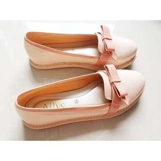 Taz Cream Alivelovearts Flat Shoes