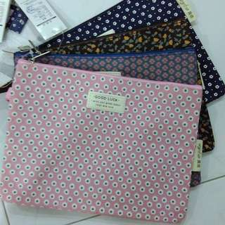 23.5cm x 18cm square pouch with double zip and handle