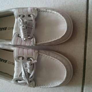 白色真皮休閒鞋