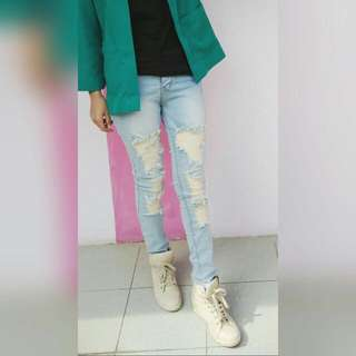 Ripped Jeans (Blue Wash)