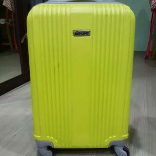 "19"" carry on luggage case 硬殼登機箱 鮮豔獨樹一格 輕巧暢行無阻"