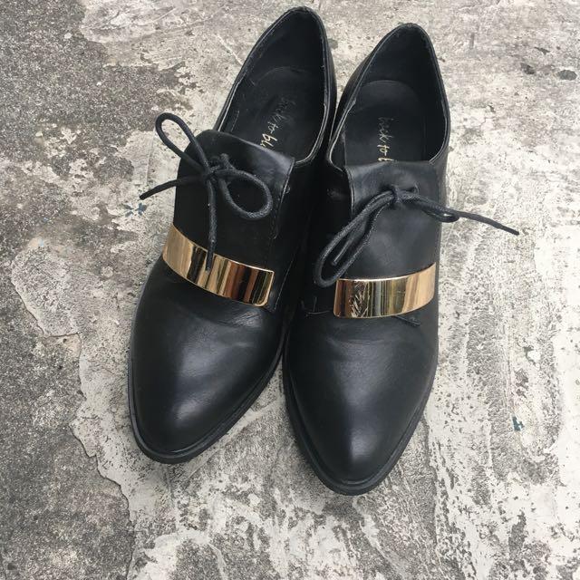 金屬 造型粗跟尖頭短靴