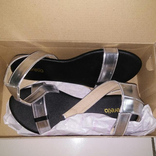 Reprice Rp. 60000 free ong Jabodetabek Cerelia Flat Shoes..size 39