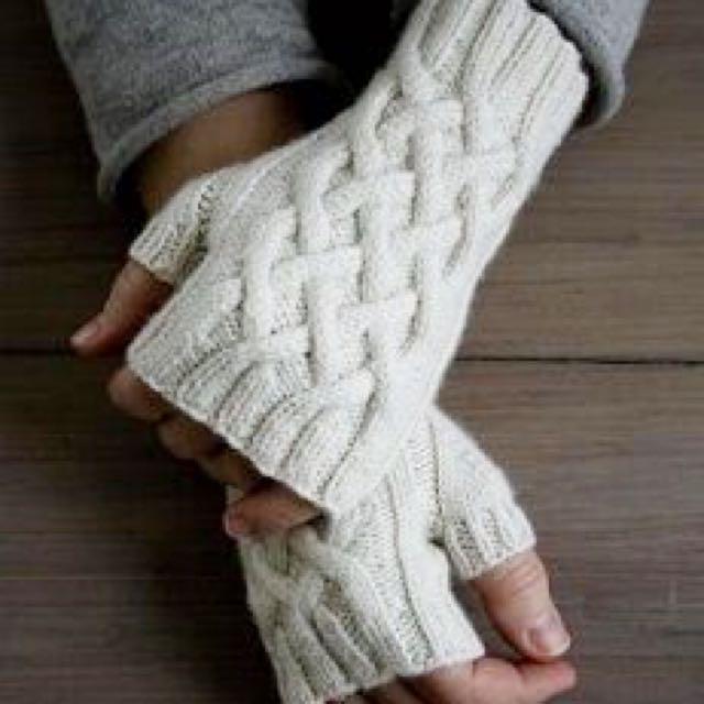 Knitted Fingerless Cream Gloves