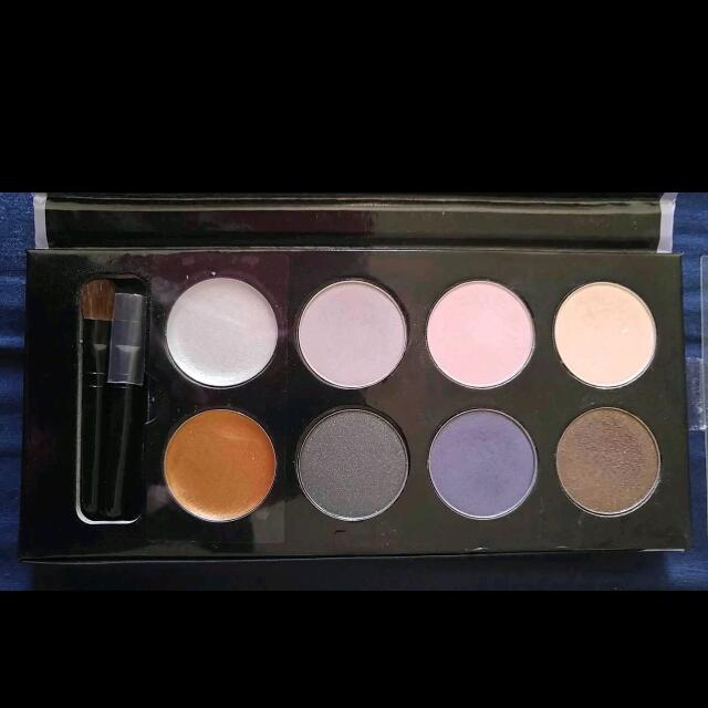 QUO Ultimate Eyes Collection Palette