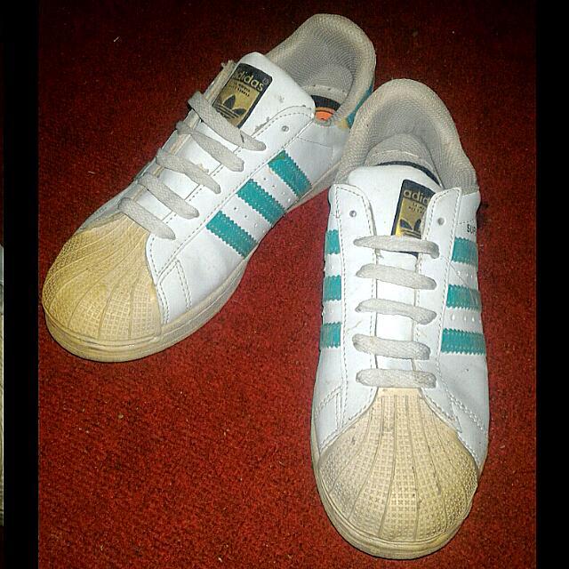 Sepatu adidas