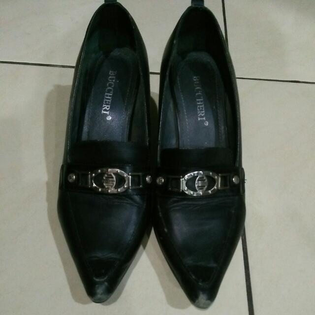 Sepatu Buccheri