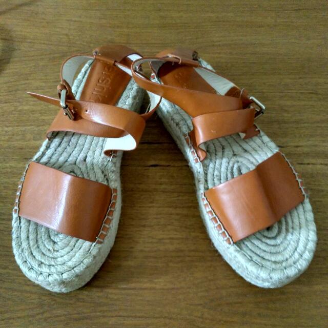 (Reprice) BERSHKA Sepatu Sendal