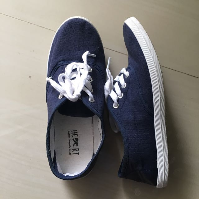 The Little Things She Needs Sneaker Navy