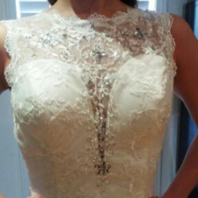 Unworn And Unaltered Wedding Dress 6-8