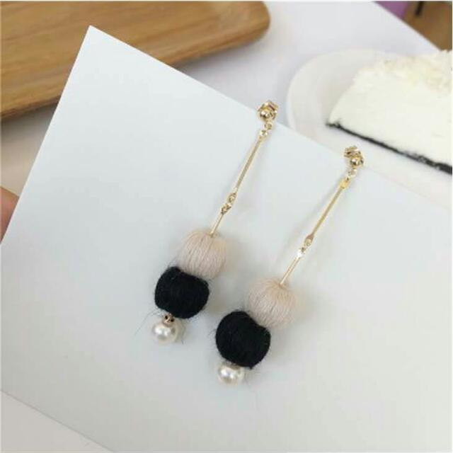 027736r  South Korean Pompom Pearl Pendant Long Earrings Black White