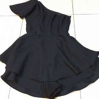 斜肩傘裙黑洋裝