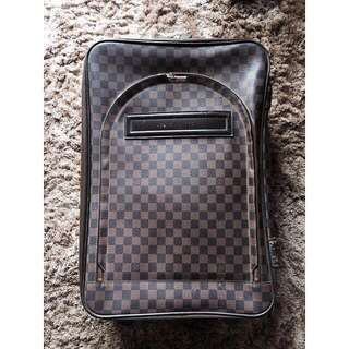 Condition 80% (Very good condition)  Lv luggage bought back then in 2008-ish, Paris.  Leather: Damier  Cabin size : 15.4 x 21.7 x 9.1 inches  Top handle and side handle  Bought for 28.000.000