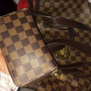 LV WALLET LIKE NEW