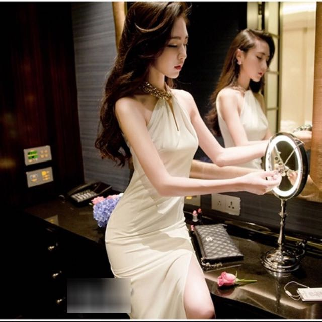 宴會正式場合必備 長禮服 露背 繞頸白色
