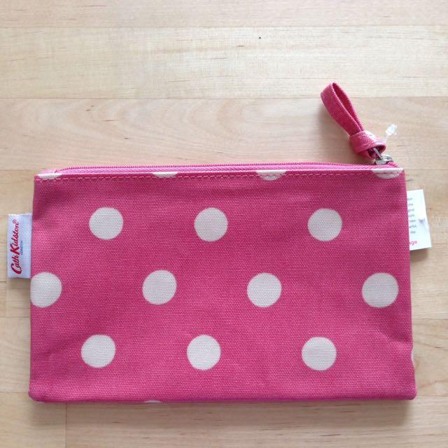 BNWT Cath Kidston Button Spot Zip Purse (vintage pink)