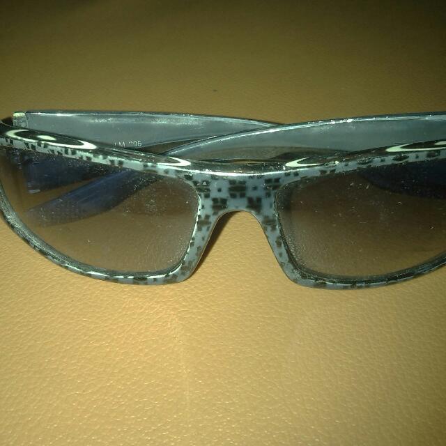 Kacamata Biru Dongker