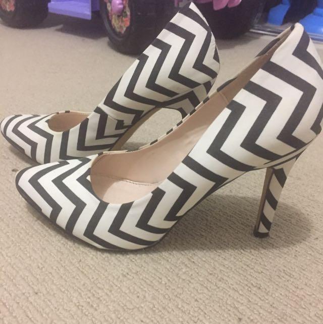 Novo Heels Size 7