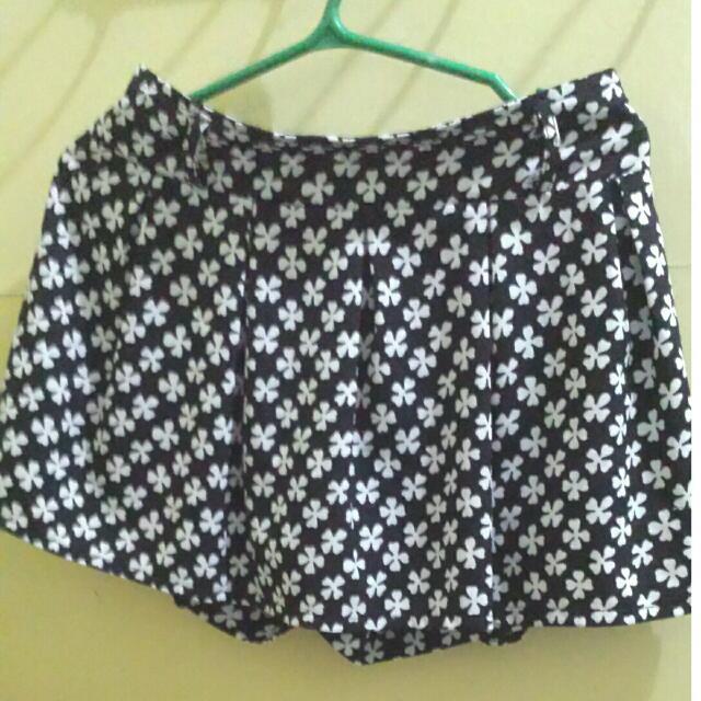 printed mini skirt