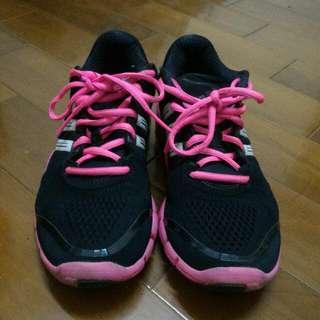 Adidas桃紅色運動鞋