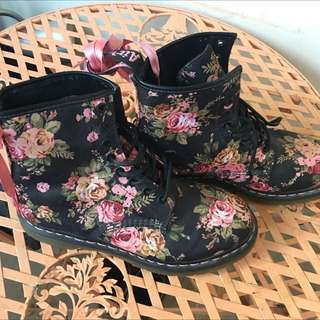 Dr. Martens Victorian Rose 8 Eye Boots