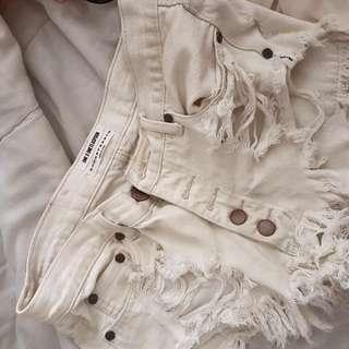 ONETEASPOON shorts in white