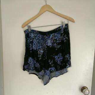 Glassons Loose Floral Shorts Size 12