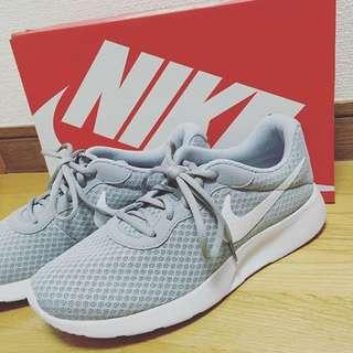 Nike Tanjun 灰色針織跑鞋 Adidas Vans 正品代購