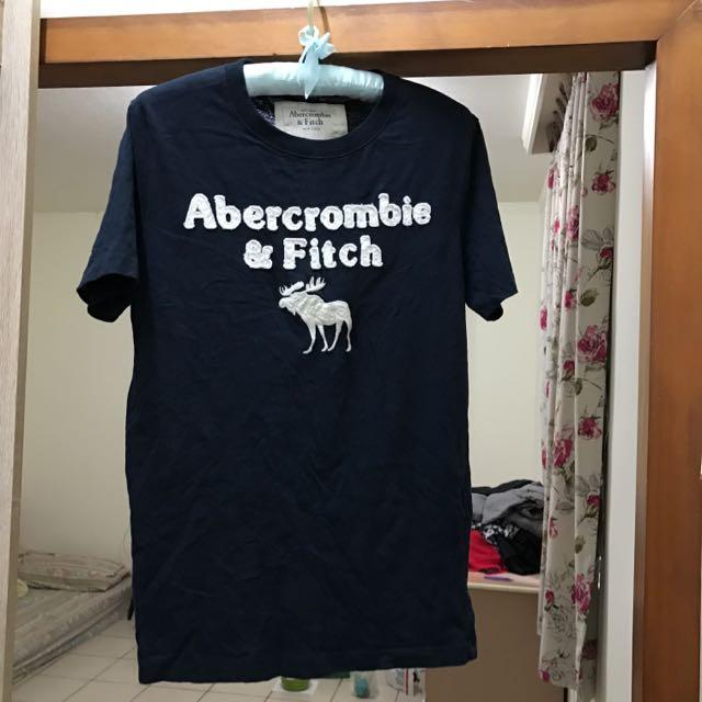 Abercrombie&Fitch深藍色白字樣100%純棉短袖上衣